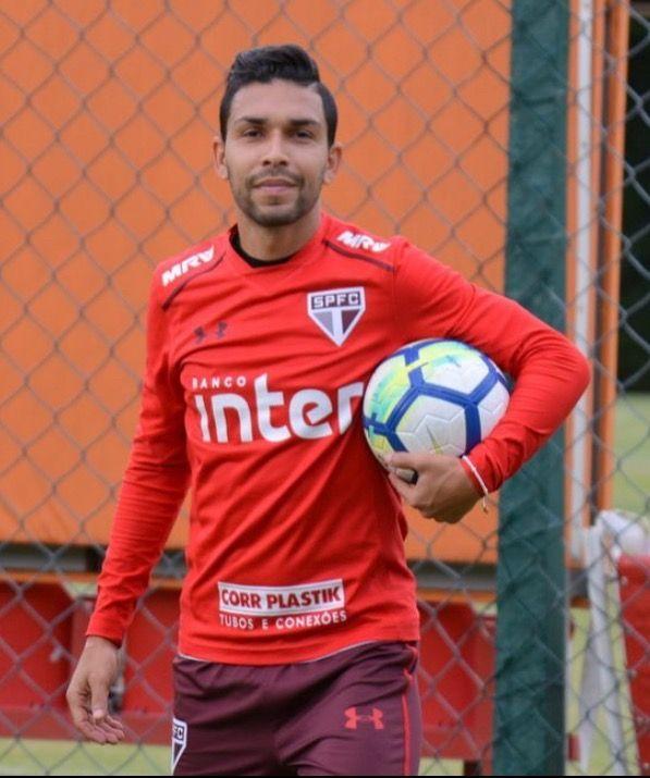 Volante Petros deve ser o novo reforço do São Paulo