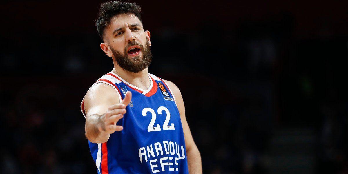 Vasilije Micić assina contrato milionário com Anadolu Efes