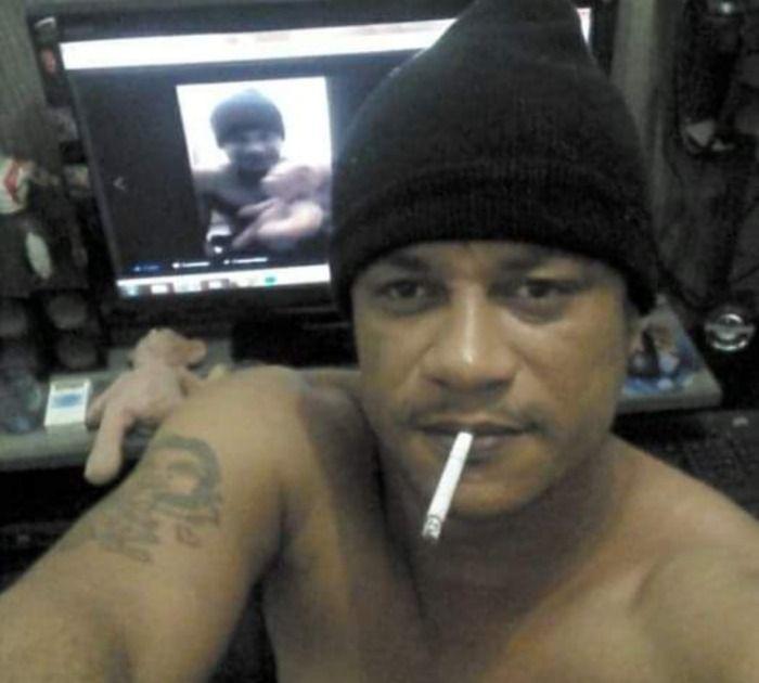 No interior de Minas Gerais, idoso obeso chamado Cleiton Vitor acaba infartando após cheirar 17 carreiras de cocaína;