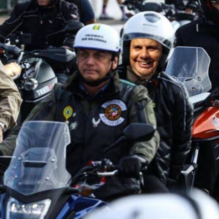 Bolsonaro escolhe TITO de ATIBAIA para garupa de moto, de olho em 2022