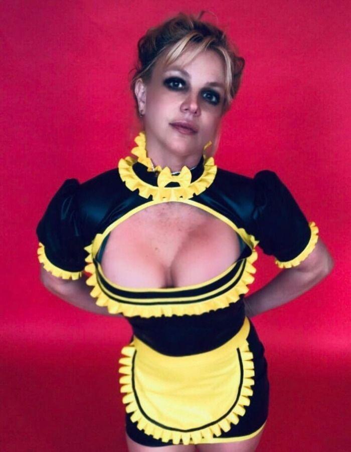 Desumano! Cantora Britney Spears após perder tudo é vista trabalhando de garçonete