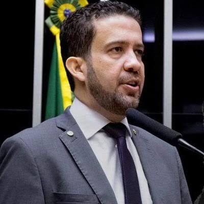 André janones fala que se não sancionar o auxilio de 600 reais ele vai bater no paulo Guedes
