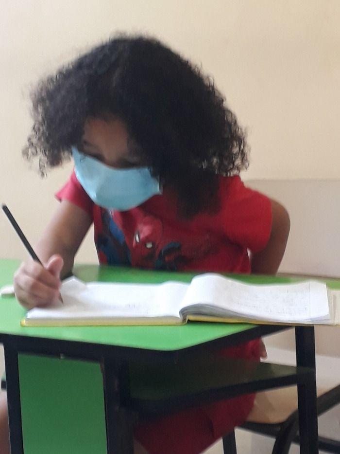 O aluno Rodrigo foi pego colando na prova